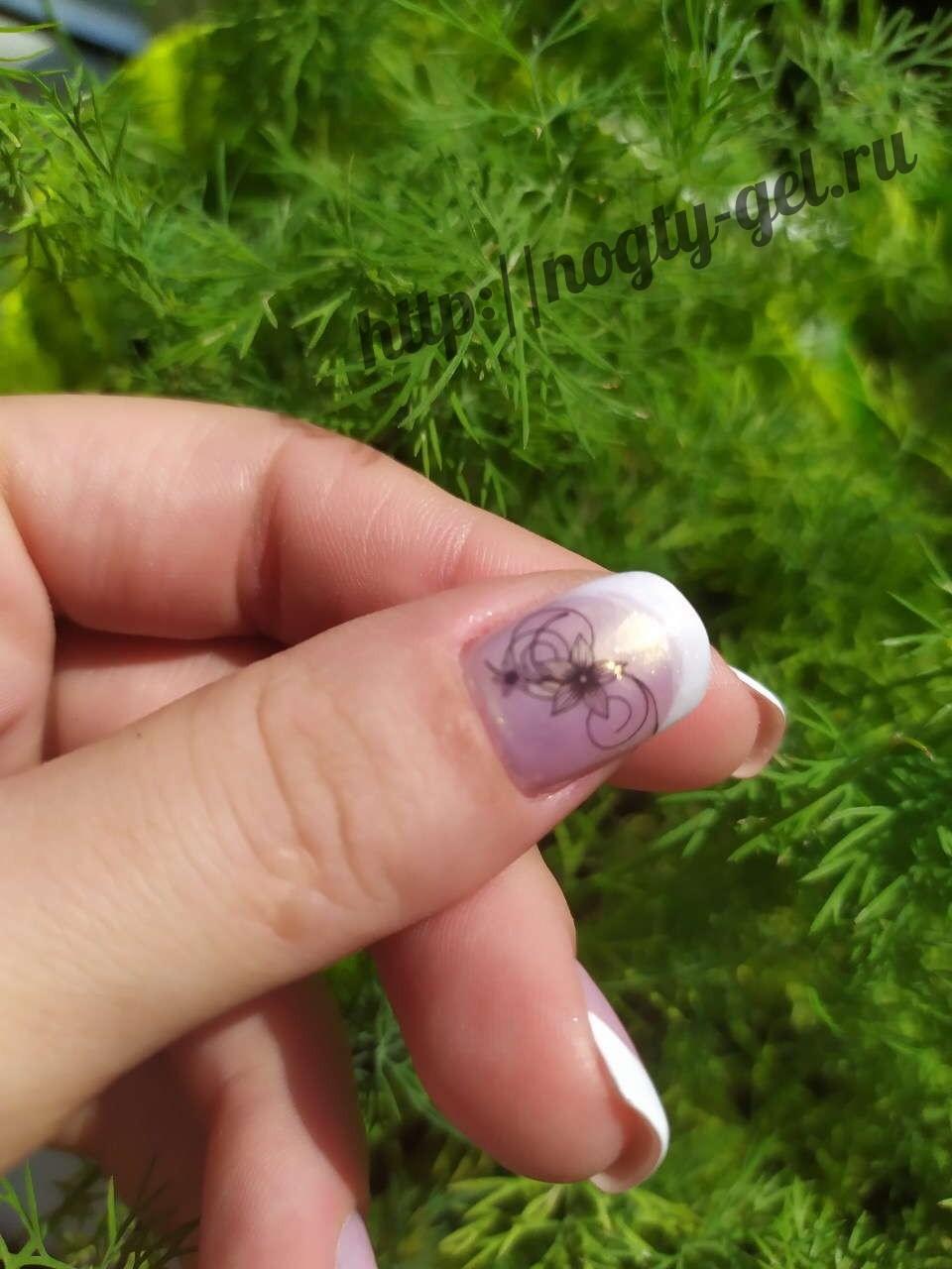 Ногти французский маникюр с рисунком.