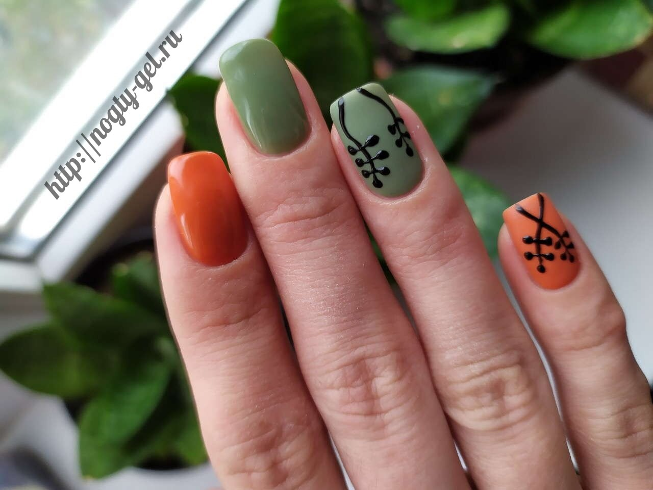 2.Узоры на ногтях гель лаком.