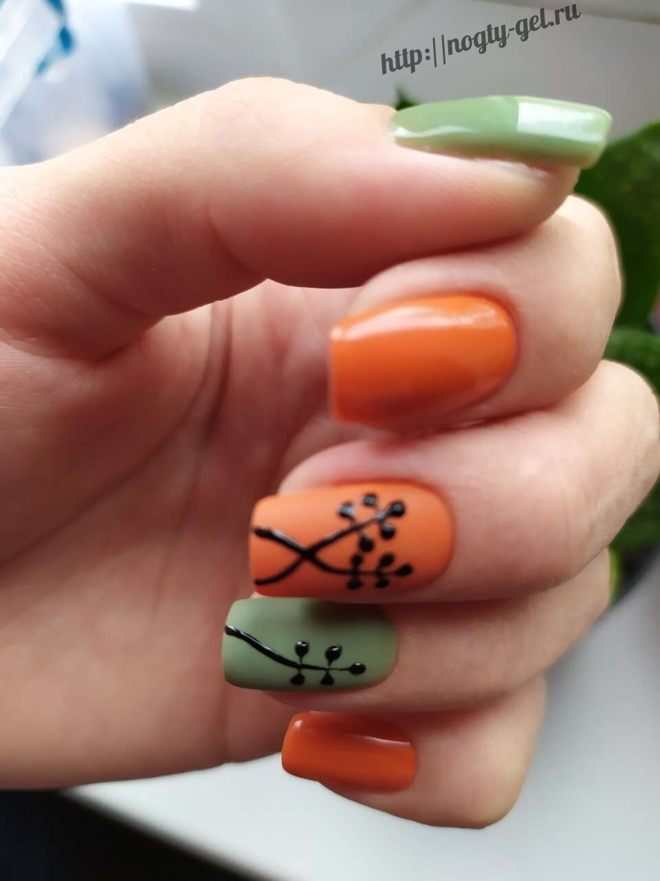 Узоры на ногтях гель лаком.