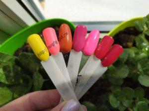 4.Ногти гель красные.