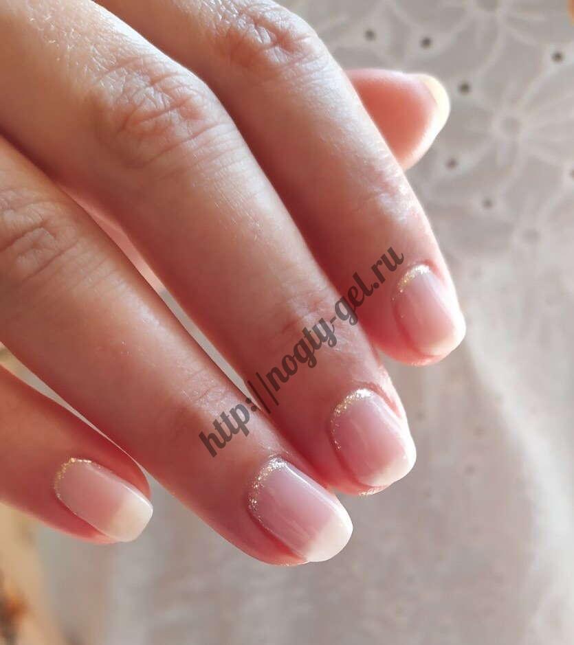 Однотонные ногти гель.