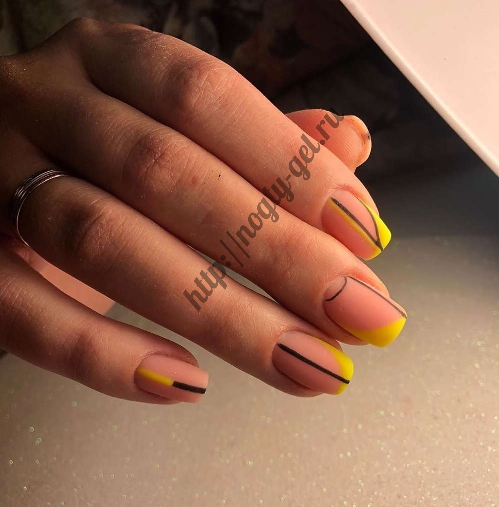 Красивый маникюр гель лаком на короткие ногти.