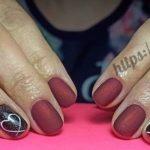 Дизайн ногтей с бордовым гель лаком.